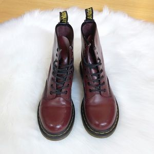 Dr. Martens Cherry Red 8-eye 1640 boots Sz 7